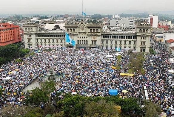 Tens of thousands of Guatemalans weathered a downpour in a rare and powerful demonstration of civic solidarity. Not satisfied with the resignation of the Vice President, many are asking that the President himself step down. Others carried signs demanding that congress pass stalled legislation aimed at tightening campaign finance rules and make government contracting processes more transparent.